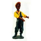 afrikanischer Junge mit Latzhose und gelben Hemd