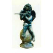 sitzender Engel auf Kugel mit Flöte in Steinoptik