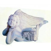 liegender Engel mit großen Flügeln