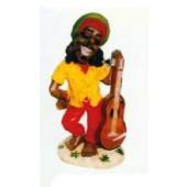 kleiner Jamaikaner mit Joint und Gitarre