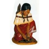 Indianerin macht Feuer