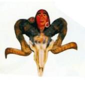 Ziegenbockschädel mit Indianerkopf