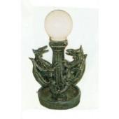Lampe auf Säule mit Drachen