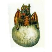 Drachenbaby schlüpft aus Ei