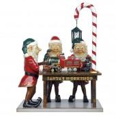 Drei Weihnachtselfen in Weihnachtswerkstatt