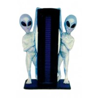 2 Aliens halten CD-Regal