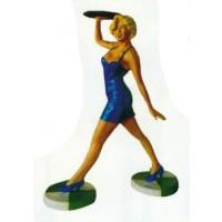 hübsche Kellnerin im blauen Miniklein mit Tablett klein