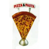 großes Stück Pizza mit Werbeschild