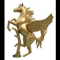 Aufsteigender goldener Pegasus an Baumstamm