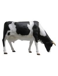 lebensgroße Kuh grasend