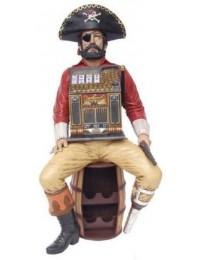 Pirat sitzend auf Fass mit Spielautomat