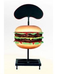 Einzelner Hamburger mit Werbetafel