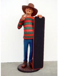 Freddy Krüger mit Angebotstafel