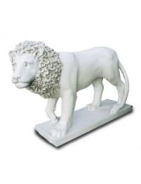 Löwe auf Sockel