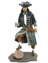 Pirat auf Weinfass