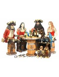 Piraten auf Weinfässern mit Weinfasstisch und Schatztruhe