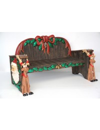 Weihnachtsbank mit Weihnachtsmanngesichtern und Rentieren