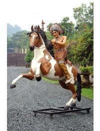Reitender Indianer auf großem springenden Pferd
