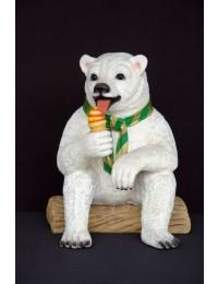 Eisbär sitzend mit Eistüte