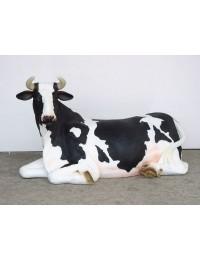 Kuh liegend mit Hörnern