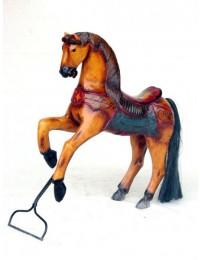 Pferd auf Ständer groß