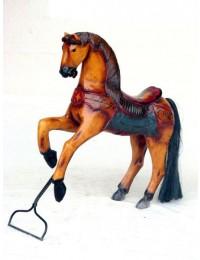 Pferd auf Ständer klein