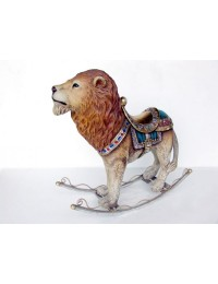 Löwe als Schaukelpferd