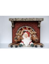 Weihnachtsmann mit Rentieren im Kamin