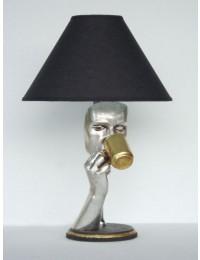 Frauenmaske mit Tasse als Tischlampe