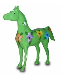 Modernes Pferd mit dekorativer Blumenbemalung grün