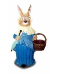 Osterfrau mit blauem Kleid