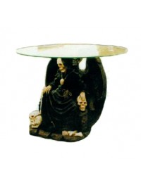 Glastisch mit sitzendem Skelett