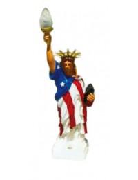 kleine Freiheitsstatue mit Amerikaflagge und Fackel
