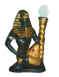 farbiger Ägypter mit Lampe