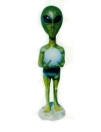 grüner Alien mit Glaskugel