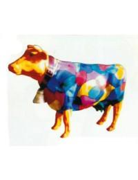 bunt gefleckte Kuh klein mit Glöckchen