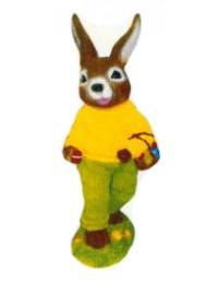 kleiner Osterhase mit Eierkorb grün gelb