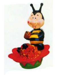 vollgefutterte Biene sitzt auf Blüte als Pflanztopf rot