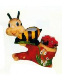 kleine Biene am Ast mit Blumentopf