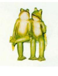 Froschpaar auf kleiner bank