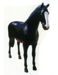 lebensgroßes schwarzes Pferd stehend