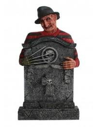 Freddy Krüger Grabstein mit Totenköpfen und Kreuz