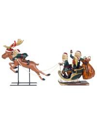 Vier Weihnachtselfen mit Schlitten und Rentier