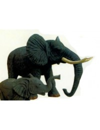 großer stehender Elefant Rüssel unten