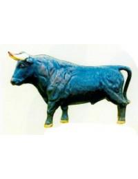 schwarzer Stier stehend