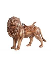 Löwe mit Sattel