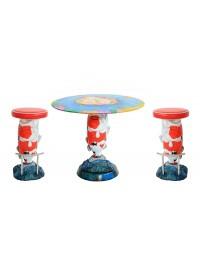Roter Koi Karpfen Tisch mit Hockern