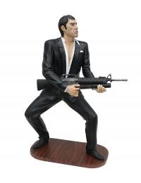 Gangster Al Pacino Scarface im schwarzen Anzug mit Waffe