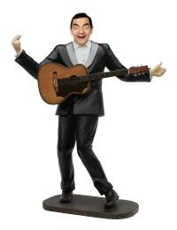 Mr Bean als Elvis im schwarzen Anzug