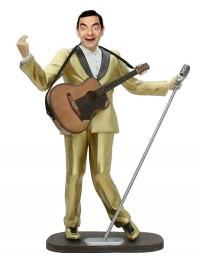 Mr Bean als Elvis im goldenen Anzug mit Mikro